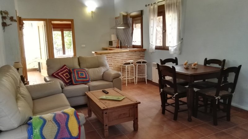 apartamento Rural Ocejon Familiar, vacation rental in Puebla de Valles