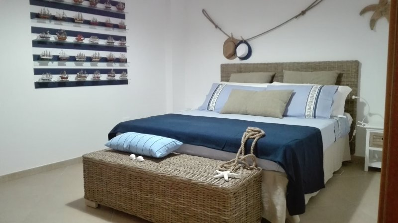 Down Town Apartment Marine Style, holiday rental in Taranto