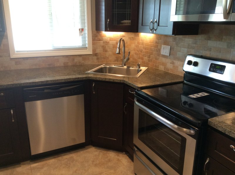 Newly renovated home close to Monroeville Mall, vacation rental in Pittsburgh