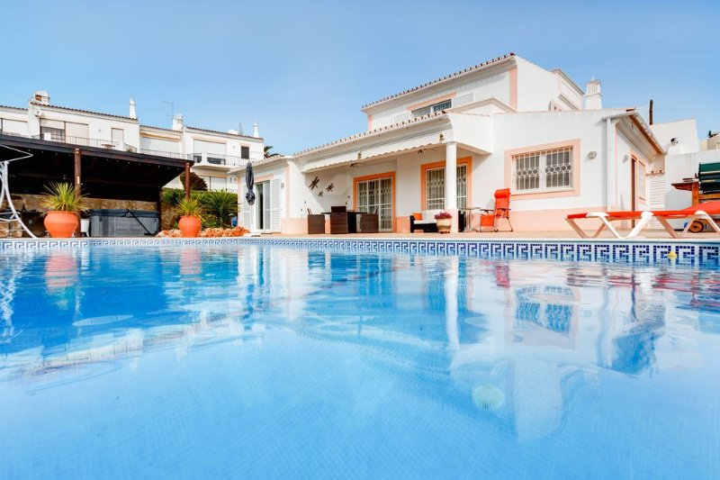 Casa Llamados with sea views and private heated pool