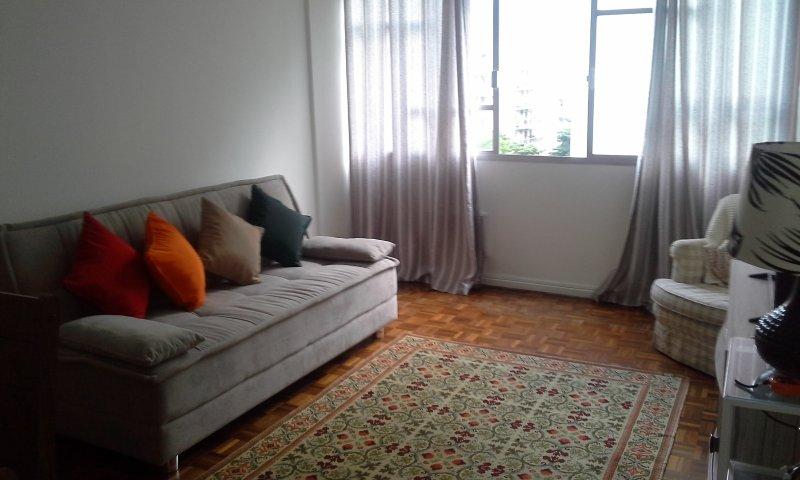 O melhor do Rio é aqui! Apto no Alto Leblon, frente, 3 quartos, eletrodomésticos novos. Aproveite!