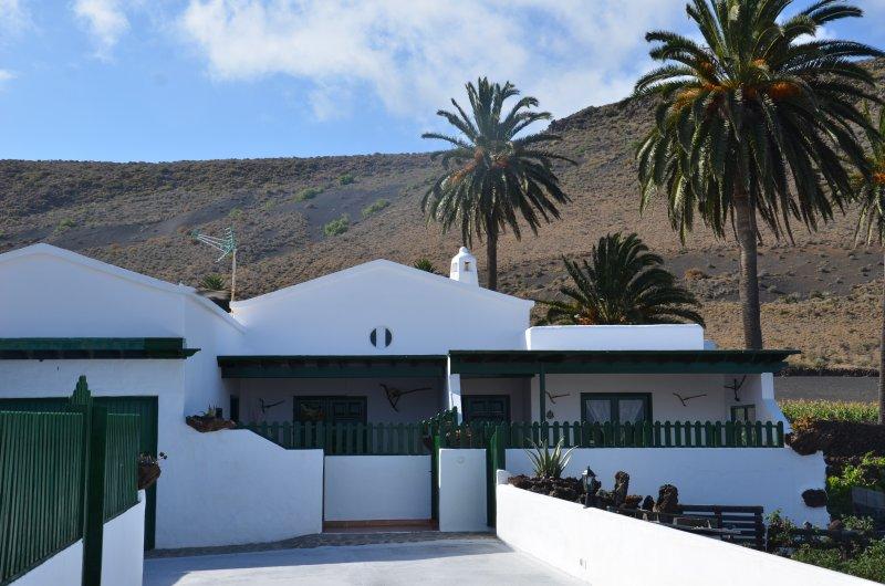 Entrada a Villa Josefa A y B