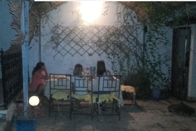 Patio 3, cena con velas