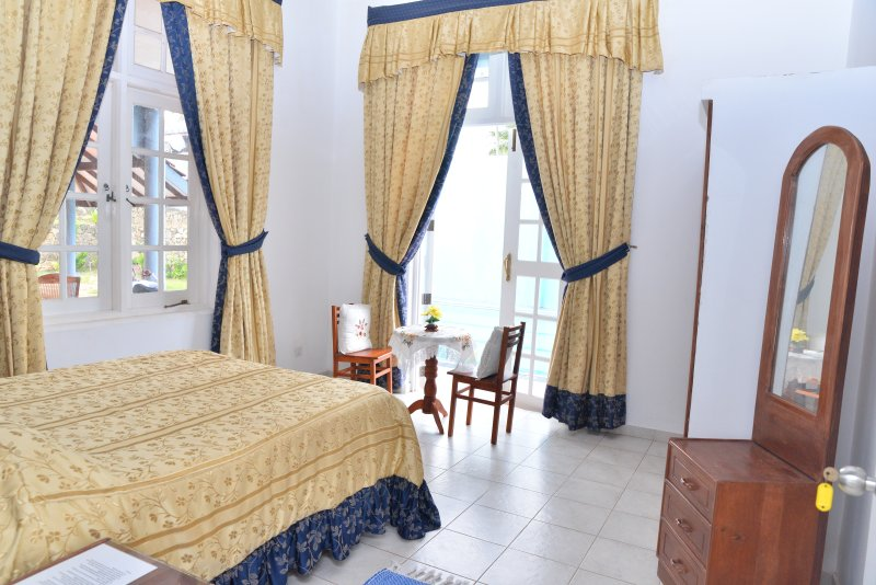 Lapis Lazuli room-Samyama, holiday rental in Pamunugama