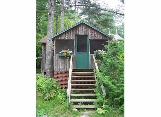 1-bedroom housekeeping cottage just a few steps away from Damariscotta Lake