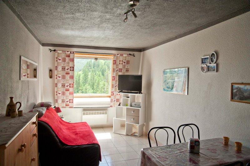 Vos vacances dans un bel appartement 2 pièces, holiday rental in Seyne