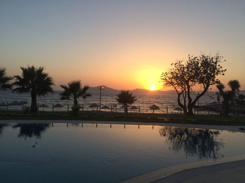 Otra magnífica puesta de sol desde su terraza, ideal para una puesta de sol - Nunca dissapoints.