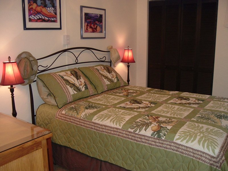 Queen size bed in master bedroom. There is alao a queen size in the loft above the kitchen.