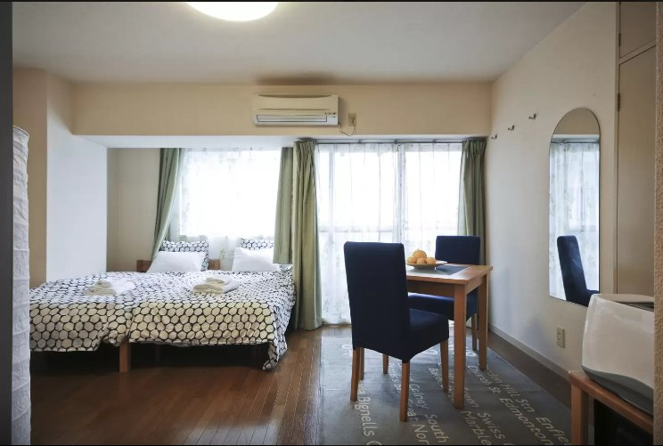 Spacious room with lots of light