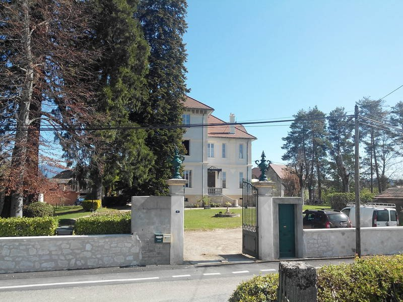 Maison bourgeoise proche de toutes commodités, location de vacances à Artemare
