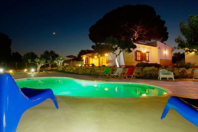 VILLA 2 PINI AFFACCIATA SUL GOLFO DI CASTELLAMMARE, holiday rental in Alcamo