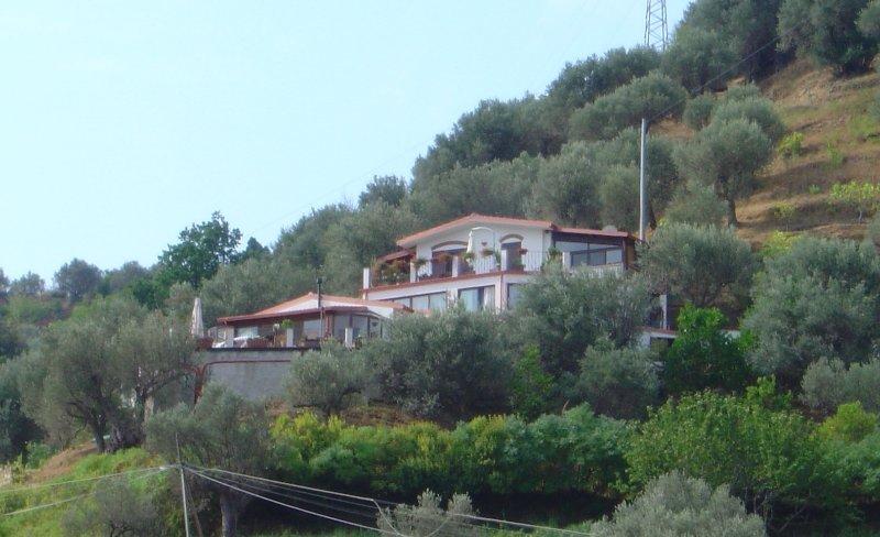 villa fra Cefalù e Capo D'Orlando -13 posti letto, holiday rental in Marina di Caronia