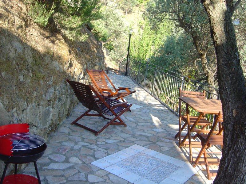 In Villa - appartamento VULCANO - 2 posti letto, holiday rental in Marina di Caronia