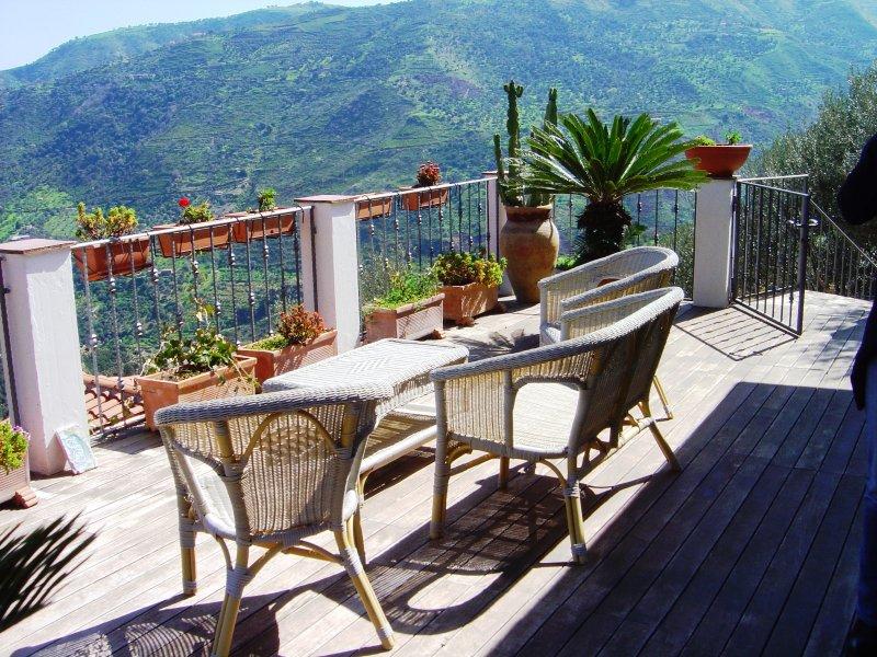In Villa appartamento PANAREA - 4+1 posti letto, holiday rental in Capizzi