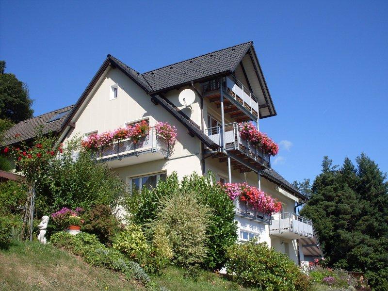 Am Keschtewaeldele **** | quiet outskirts location with panoramic views, location de vacances à Enzklosterle
