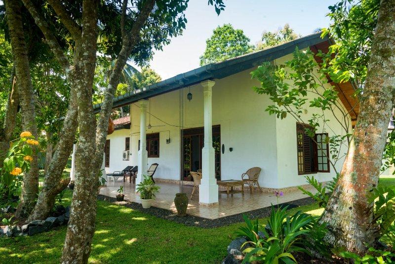 Magnoon Villa