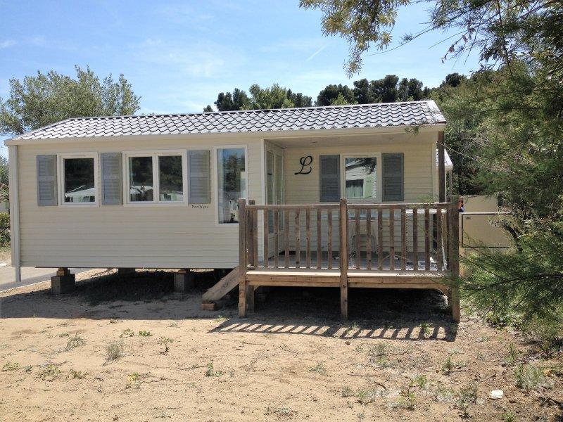 MOBIL HOME DE PATRICIA ET FRANCK SUR LE CAMPING LA FALAISE TOHAPI, vacation rental in Narbonne