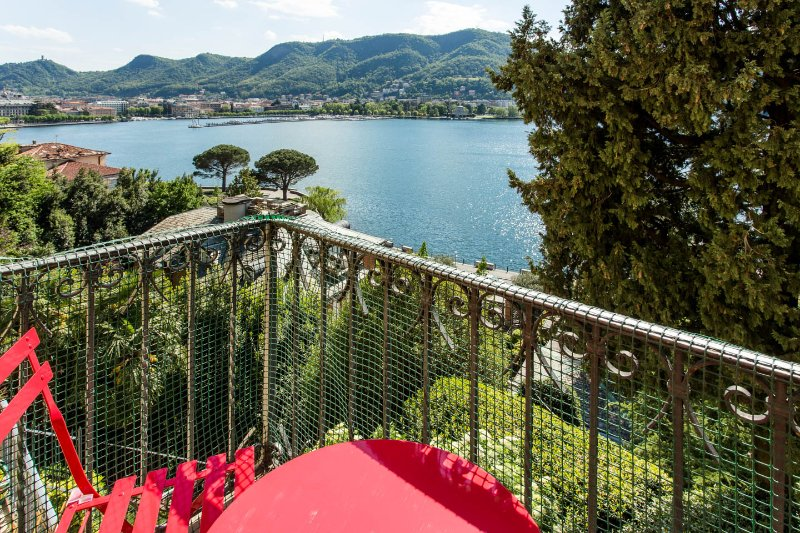 Open space sul lago di Como, holiday rental in Como