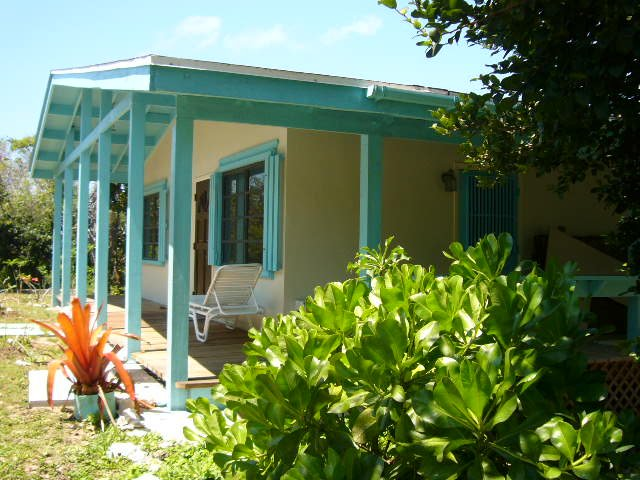 Cute Bahamian Cottage Welcome to The Sand Dollar!