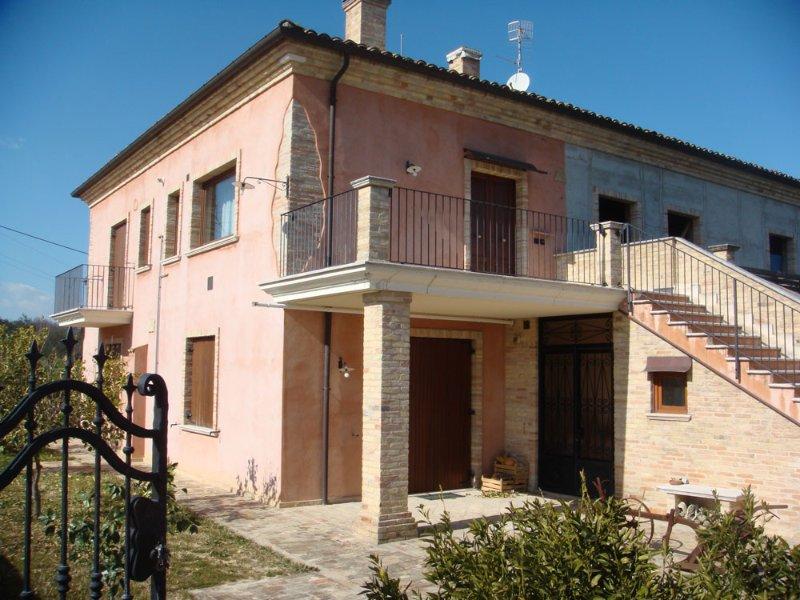 appartamento Mimosa, vacation rental in Tollo