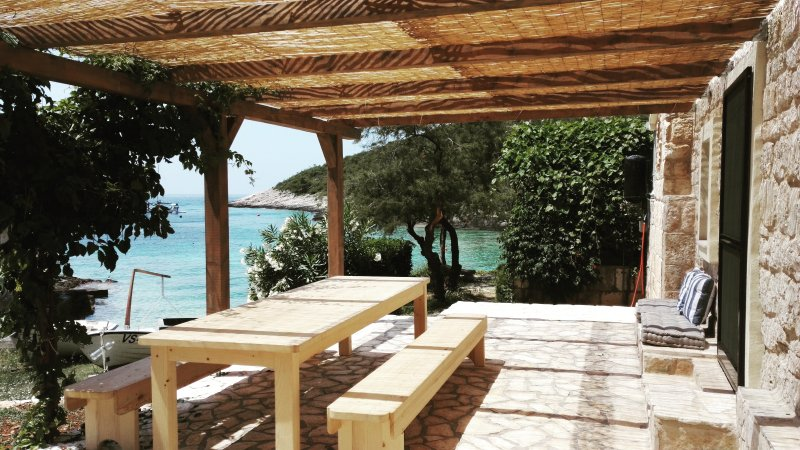 Waterfront stone house – semesterbostad i Island of Vis