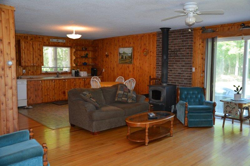 Livingroom looking to Kitchen