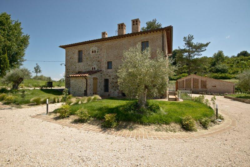 Borgo Giorgione Villa 14 Sleeps, location de vacances à Montegabbione
