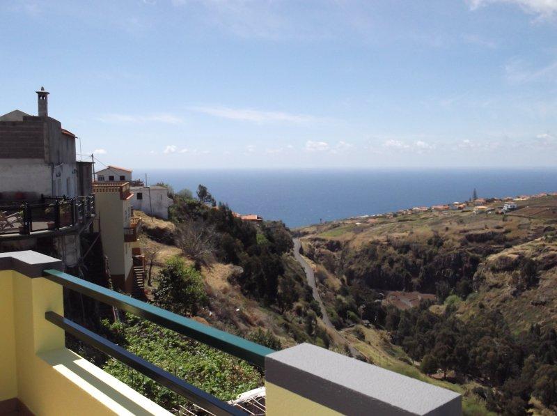 Vistas espectaculares. Mira los buitres, cernícalos y lechuzas desde su balcón.