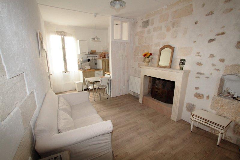 Studio sur les anciens remparts, vacation rental in Uzes