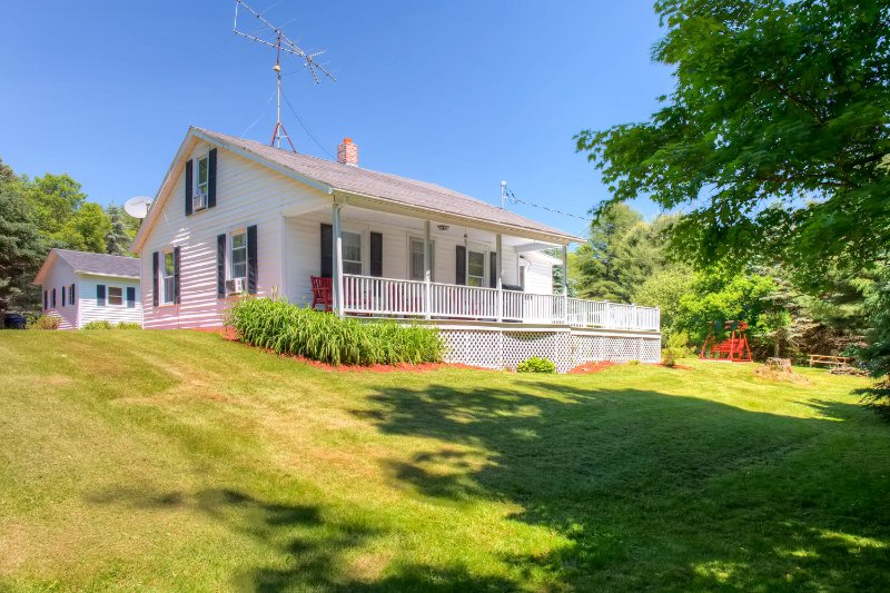 Charming Home > 5 Miles to All Star Baseball Camp!, holiday rental in West Oneonta