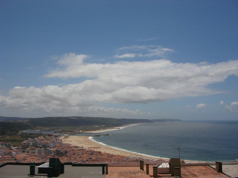 Modern T2 gelegen in het traditionele Nazaré strand, 30 minuten van Fatima, 01:00 Lissabon