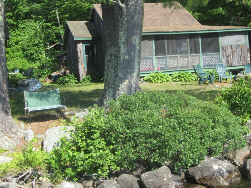 Lake Front Housekeeping Cottage, holiday rental in Union