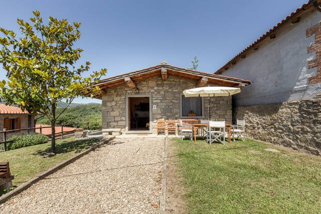 TOSCANA HOUSE 2 GUESTS with swimming pool, between Florence and Arezzo, holiday rental in Stia