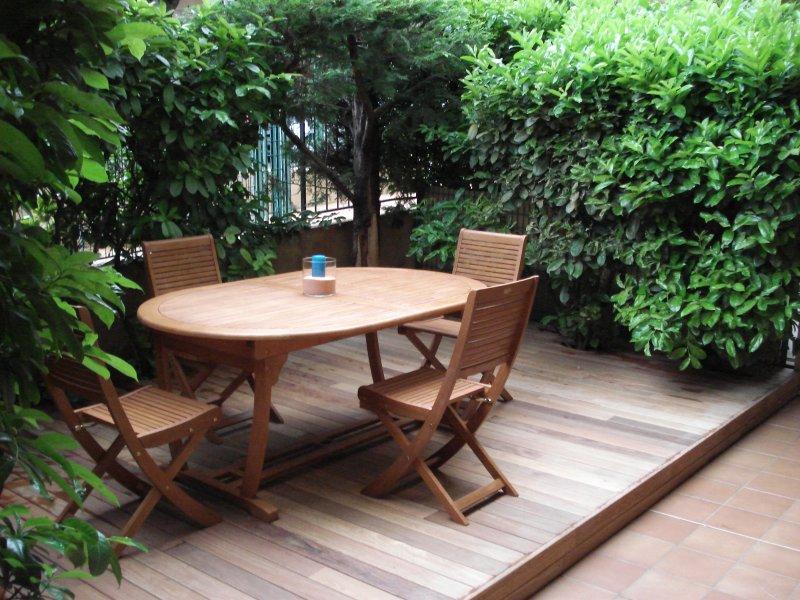 Superbe studio en rez de jardin à 50m des plages, holiday rental in St-Laurent du Var