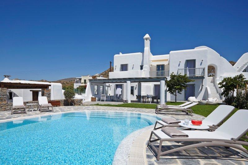 Aqua Breeze North Villa on the beach, aluguéis de temporada em Naxos