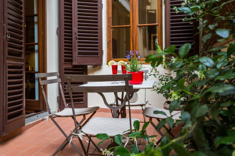 LA TERRAZZA AL DUOMO with terrace, elevator, WiFi, holiday rental in Florence