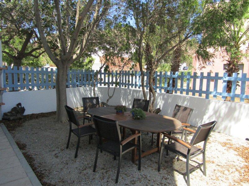 Confortable casa con jardin en cabo de gata updated 2019 for Casa ciudad jardin almeria