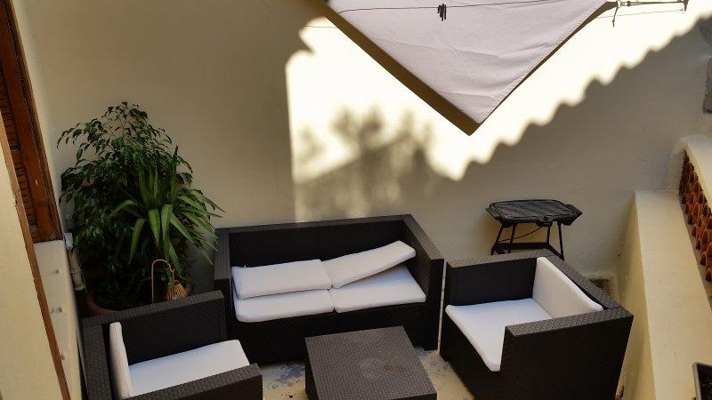 T2 Plein centre avec Terrasse pour 4 personnes, aluguéis de temporada em Fourques