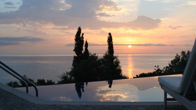 Alico BSV, 5star private, luxury villa with pool, aluguéis de temporada em Skinaria