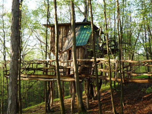 The Hermit Thrush Treehouse in Vermont