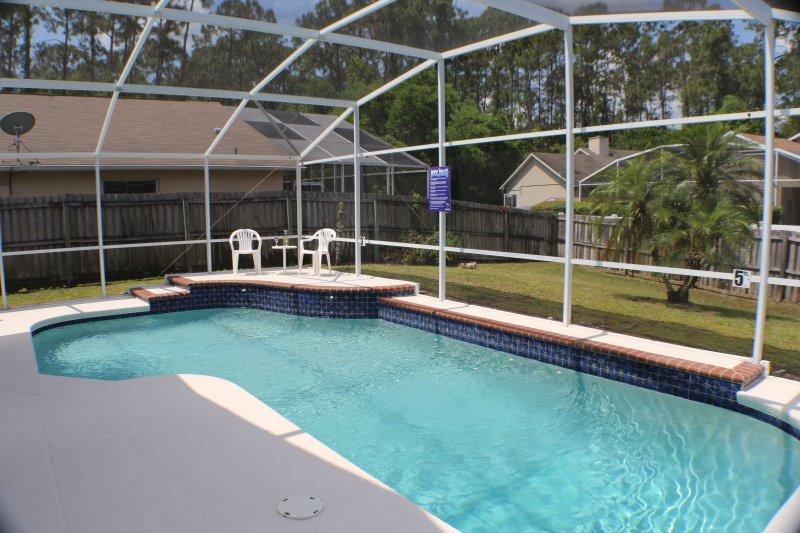 piscina coperta, piscina e giardino.