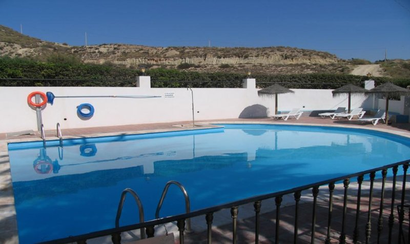 apartamento 1 hab, bajo con terraza y piscina 28B, holiday rental in Vera