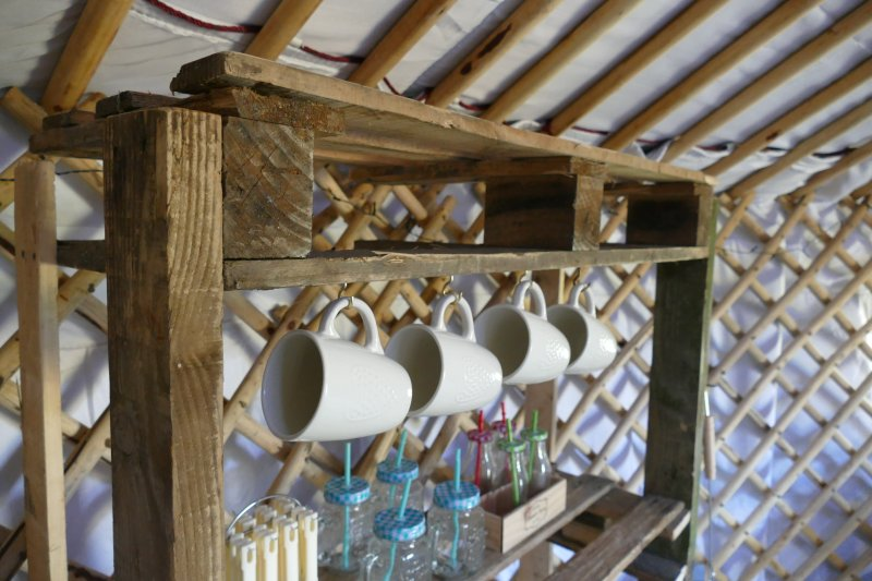 Both yurts have crockery and cutlary.  Stove top kettle. Bbq utensils.  Must bring bedding,  towels