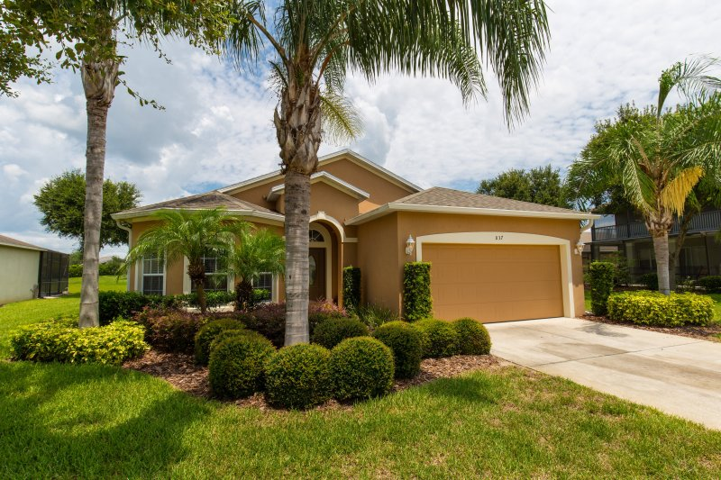 Executive 4 bedroom villa with heated pool & spa, holiday rental in Orlando