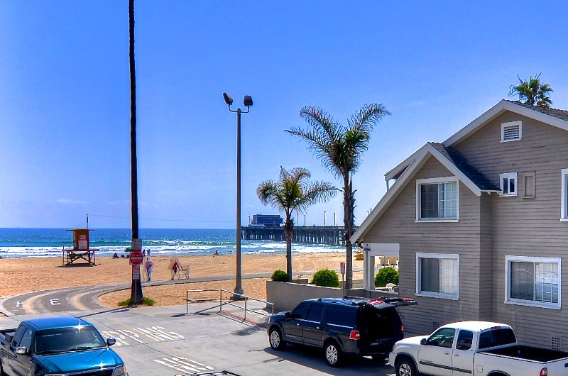 Steps to Newport Beach and pier.  Our unit is ground level for easy access.
