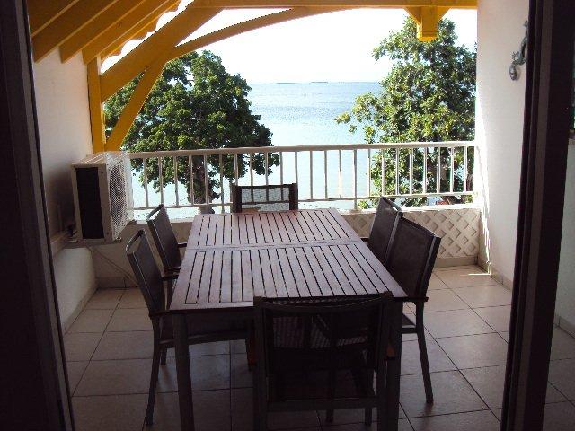 BEAU T3 VUE MER EN GUADELOUPE, location de vacances à Baie-Mahault