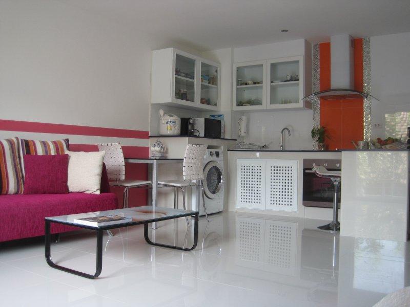 great,nice,cheap/54m2/SATHORN,SILOM,YEN AKAT, holiday rental in Phra Pradaeng