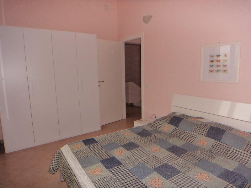Appartamento primo piano 110 mq, location de vacances à Dosolo