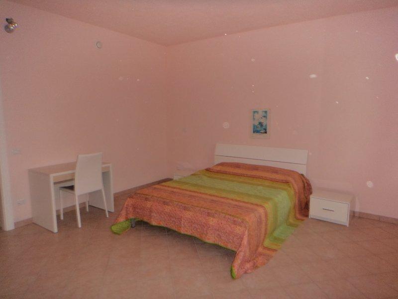 Appartamento piano terra 80 mq, location de vacances à Dosolo