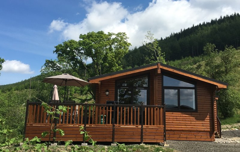 Sòghail Luxury Lodge at Balquhidder Mhor with hot tub, Sleeps 4, holiday rental in Loch Lomond and The Trossachs National Park
